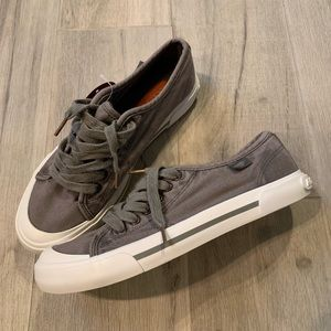 ☀️Rocket Dog-Gray Canvas Sneakers